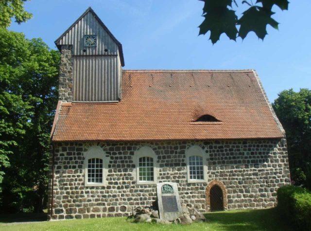 Dorfkirche Kampehl in der die Mumie des RItter Kahlbutz liegt