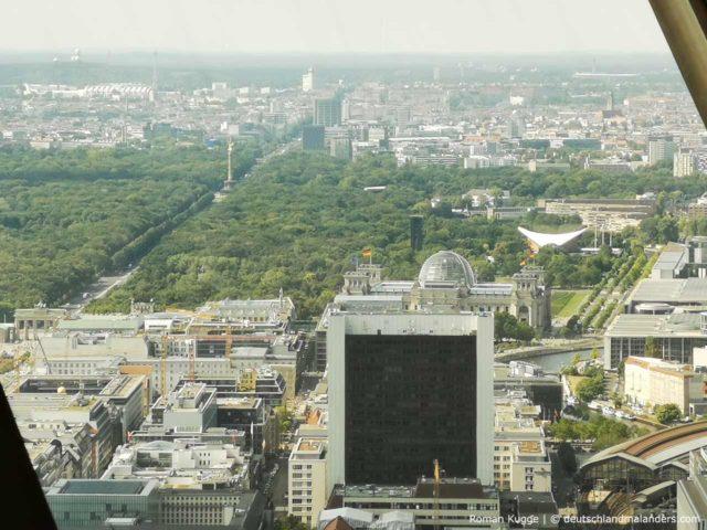 Ausblick Fernsehturm Berlin Bundestag und Brandenburger Tor