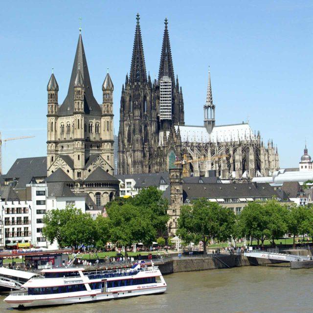 Kölner Dom Altstadt Rheinufer Bootsfahrt