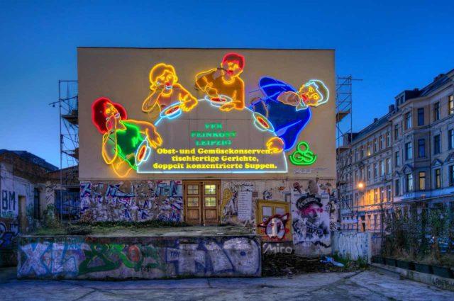 Löffelfamilie Leipzig Leuchtreklame