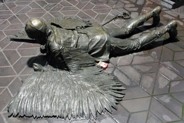 Otto-Lilienthal-Denkmal Der Fall Daidalos und Ikaros Berlin