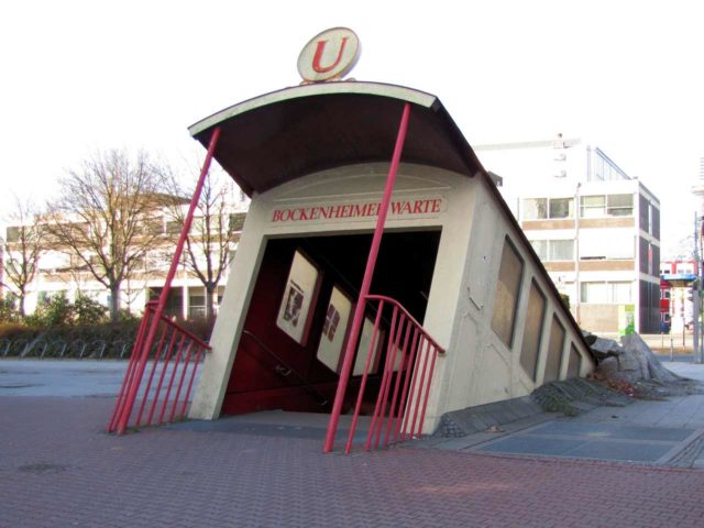 Waggon Eingang U Bahn Bockenheimer Warte Frankfurt