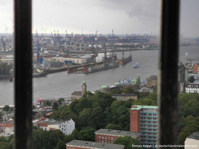 Hamburger Hafen vom Michel aus gesehen