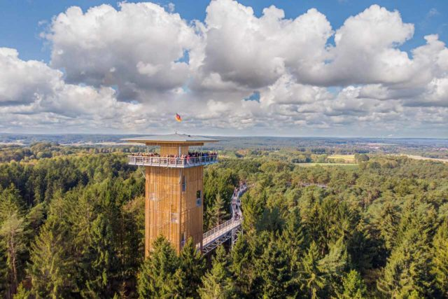 Baumwipfelpfad Heide Himmel Lüneburger Heide